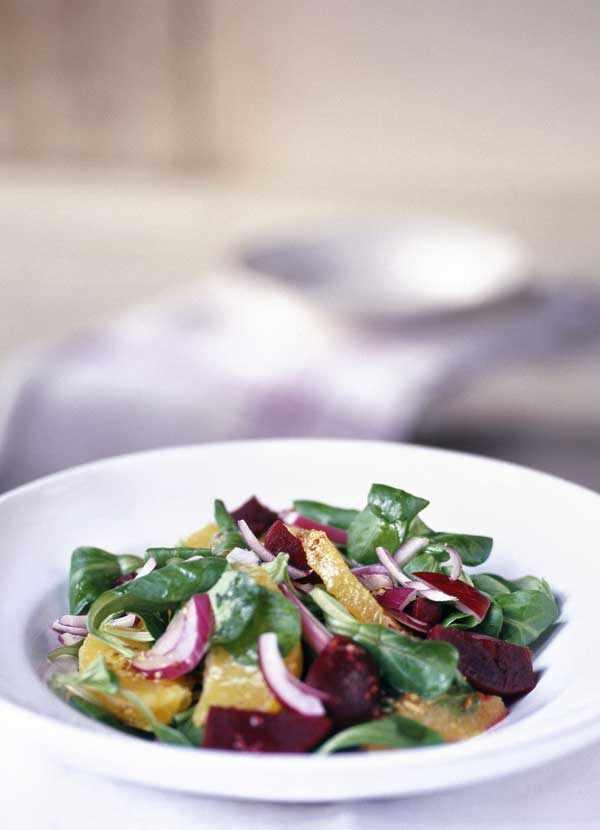 Lamb's lettuce, orange and roast beet salad