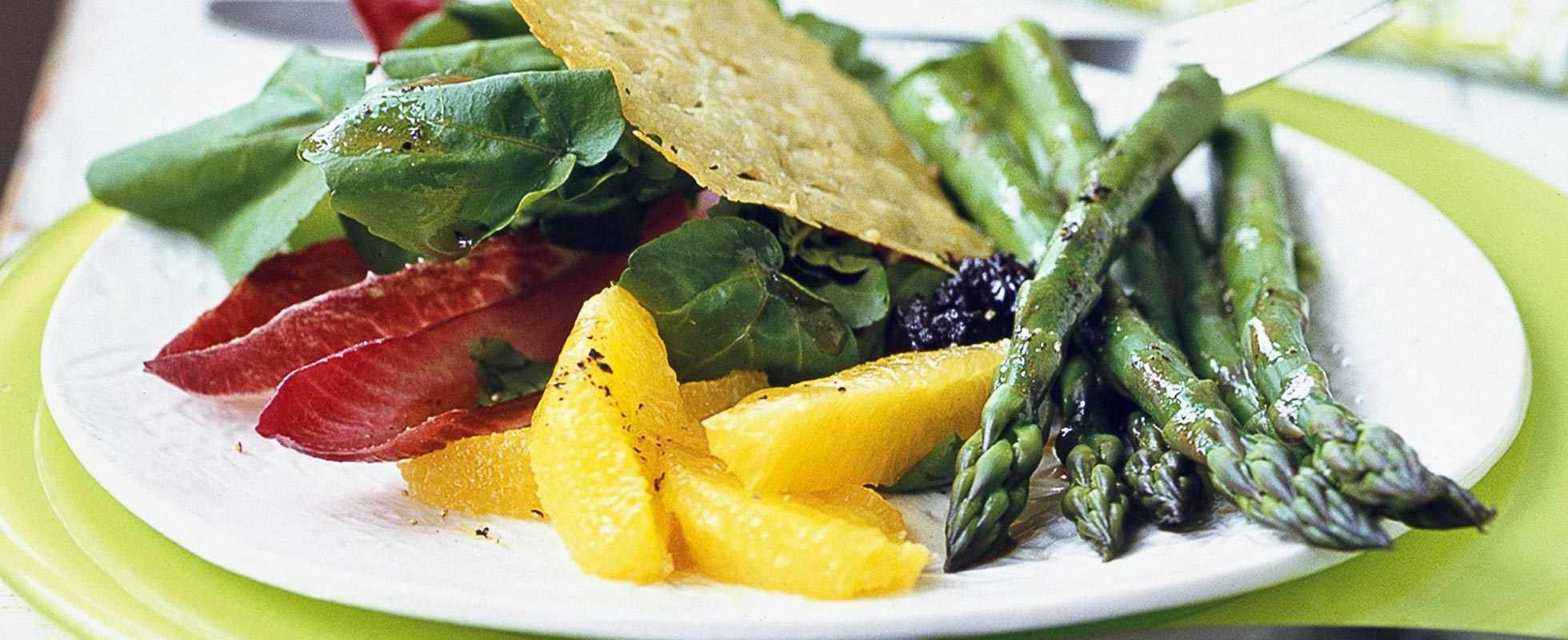 Watercress salad with orange, asparagus and parmesan