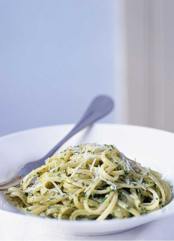 Linguine with fresh rocket pesto