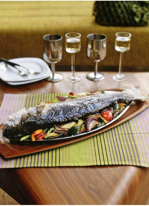 Seabass baked in rock salt (pescado a la sal)