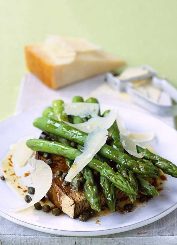 Steamed Asparagus Recipe With Butter, Balsamic and Capers