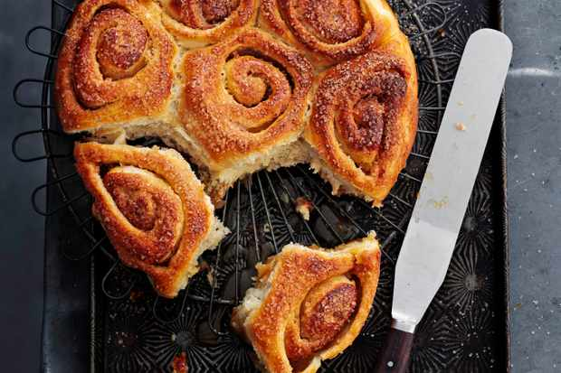 Cinnamon Rolls Recipe with Toffee and Apple