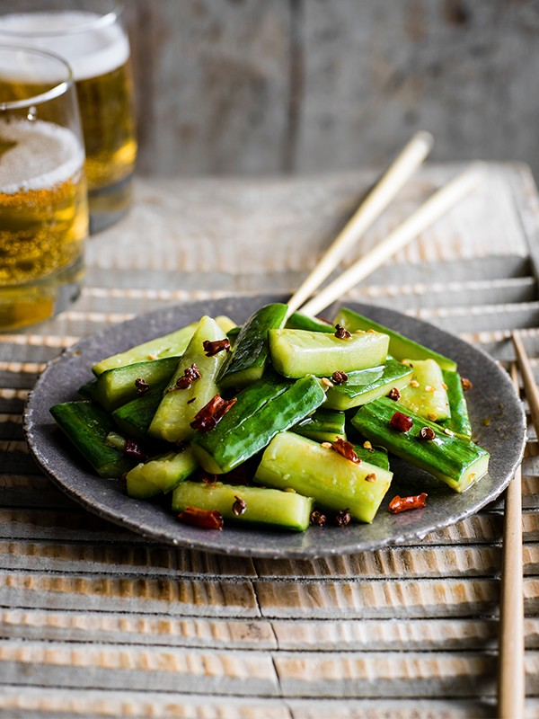 Stir-fried smacked cucumber