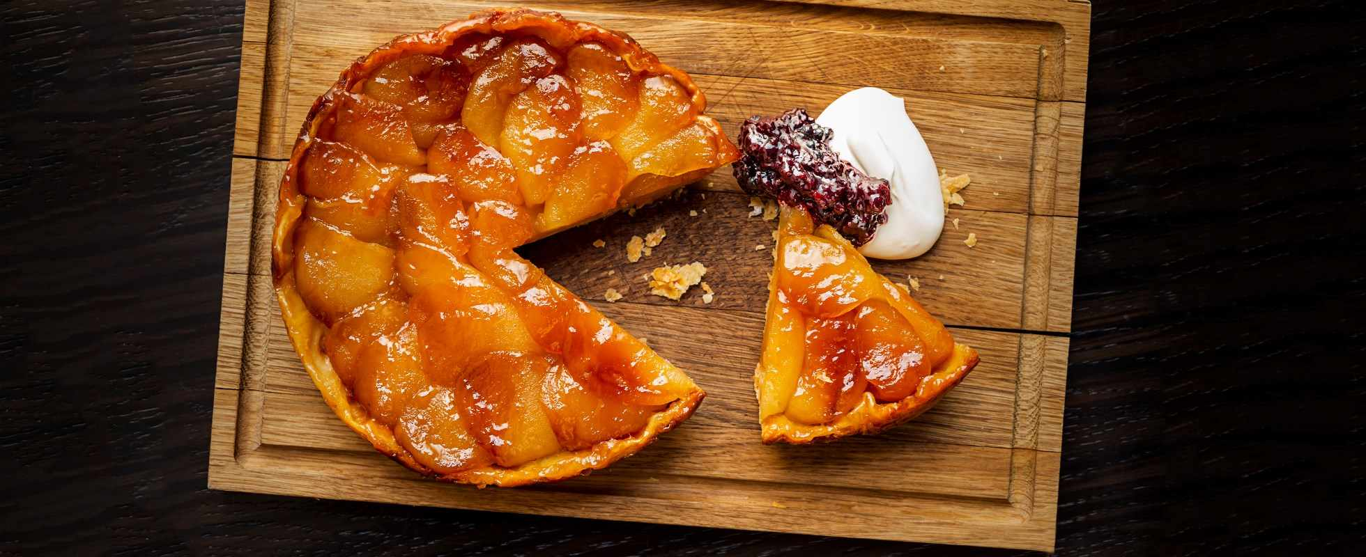 Apple tart with blackberry and soured cream