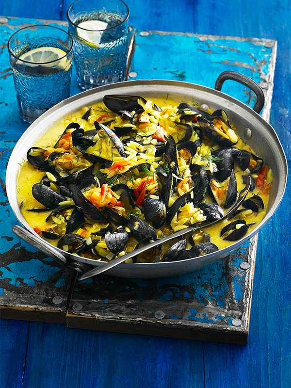 Saffron mussels with orzo & tomatoes