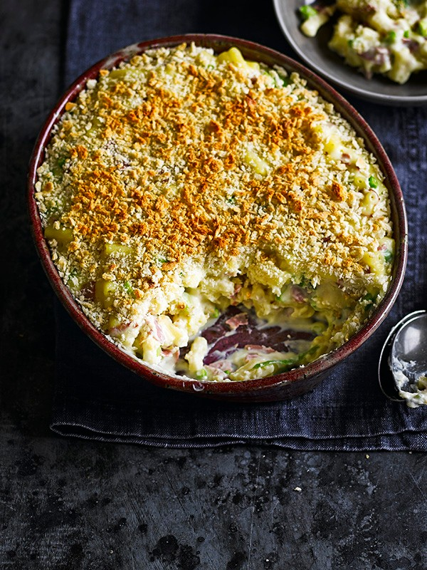 Mustard Mac And Cheese Recipe With Pastrami and Crumbs