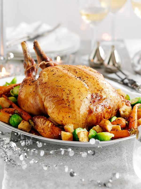 Capon cooked in spiced mead wine with roasted carrots, sprouts and croutons