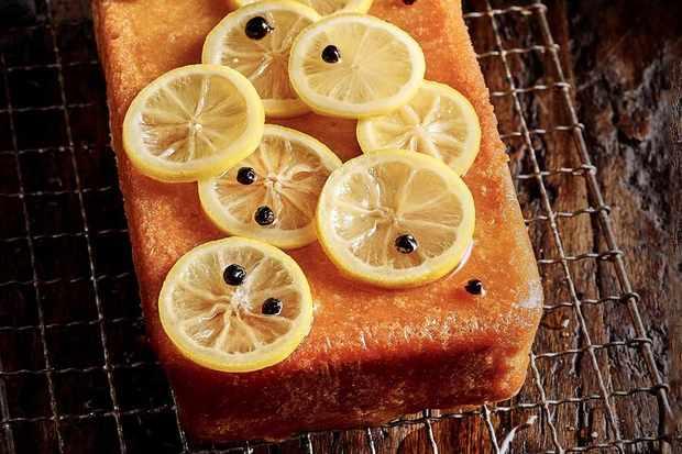 Double lemon, gin and tonic cake