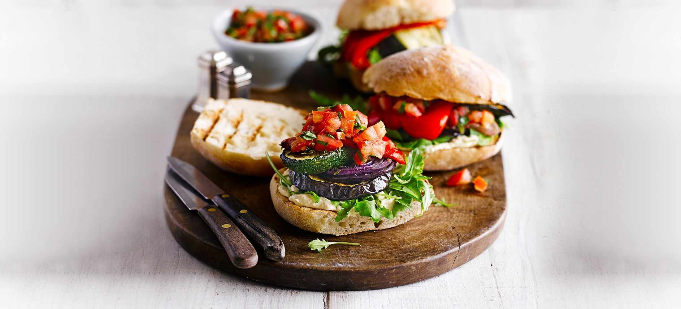 Quick vegetarian recipes ready in under 30 minutes - Allotment burgers