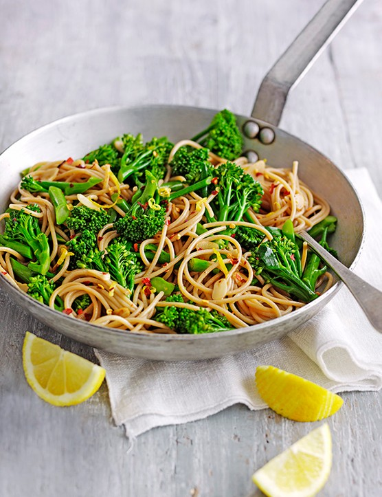 Wholewheat Vegan Spaghetti Recipe with Broccoli, Chilli and Lemon