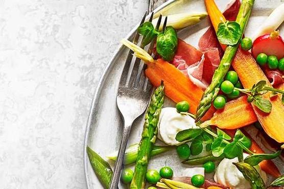 salada de vegetais em pickles