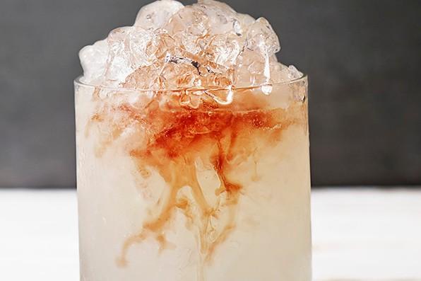Bramble gin cocktail