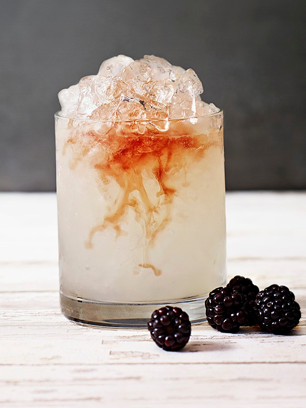 Bramble gin cocktail