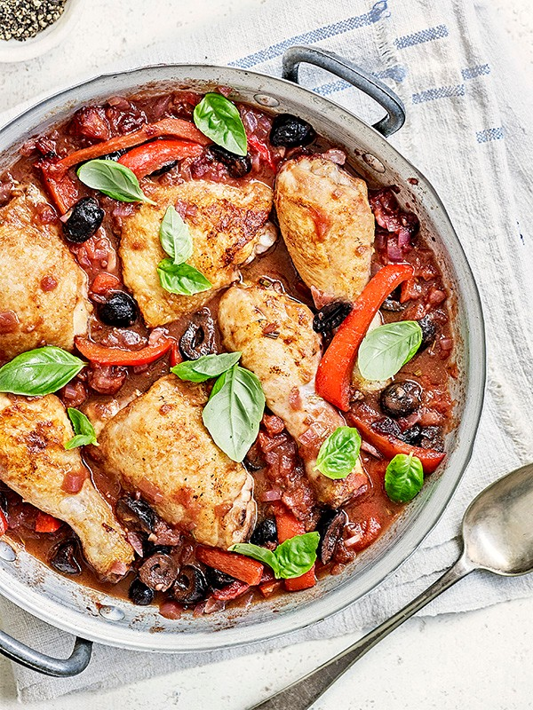 Chicken, red pepper and olive cacciatore