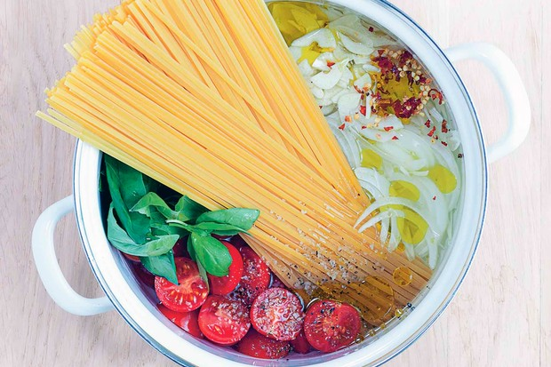 One-pot tomato and basil pasta