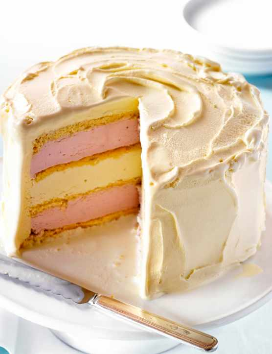 Ice Cream Cake Recipe With White Chocolate and Strawberry