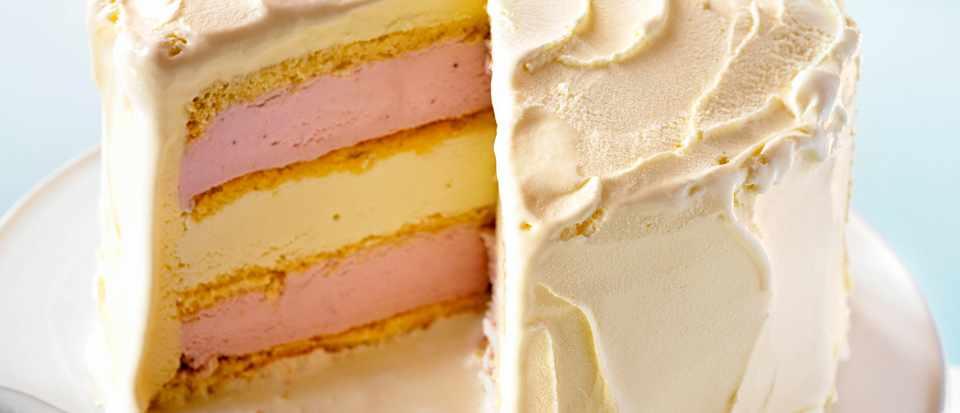 Ice Cream Cake Recipe With White Chocolate and Strawberry