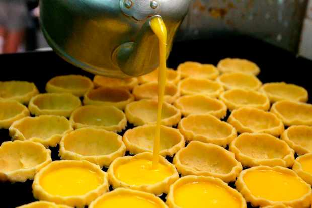 Tai Cheong Bakery Egg Tarts with custard being poured out of a kettle