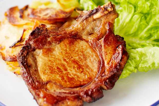 Pork chops with pommes boulangère