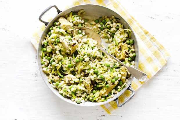 Pea, courgette and artichoke barley risotto