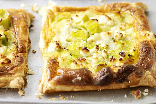 Melting leek and goat's cheese pastries
