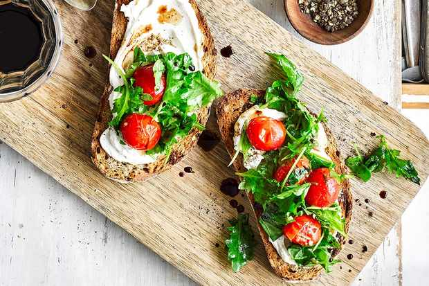 Ricotta toast with kale and cherry tomatoes