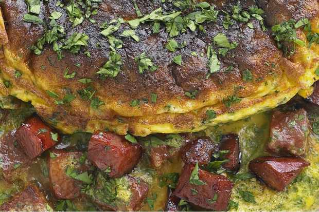 Omelette with chorizo and parsley