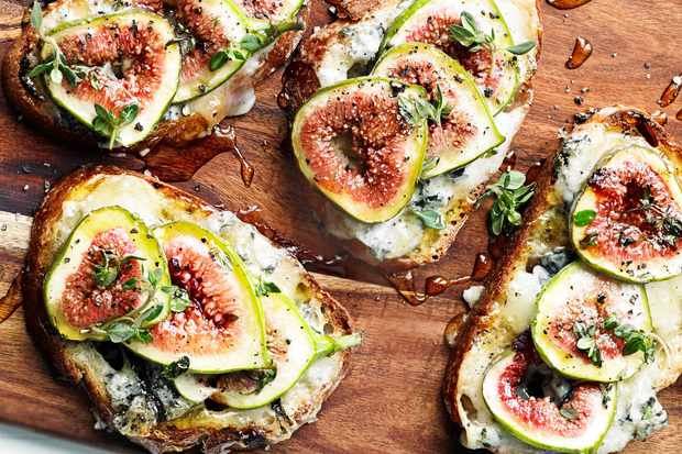 Fig and gorgonzola tartines