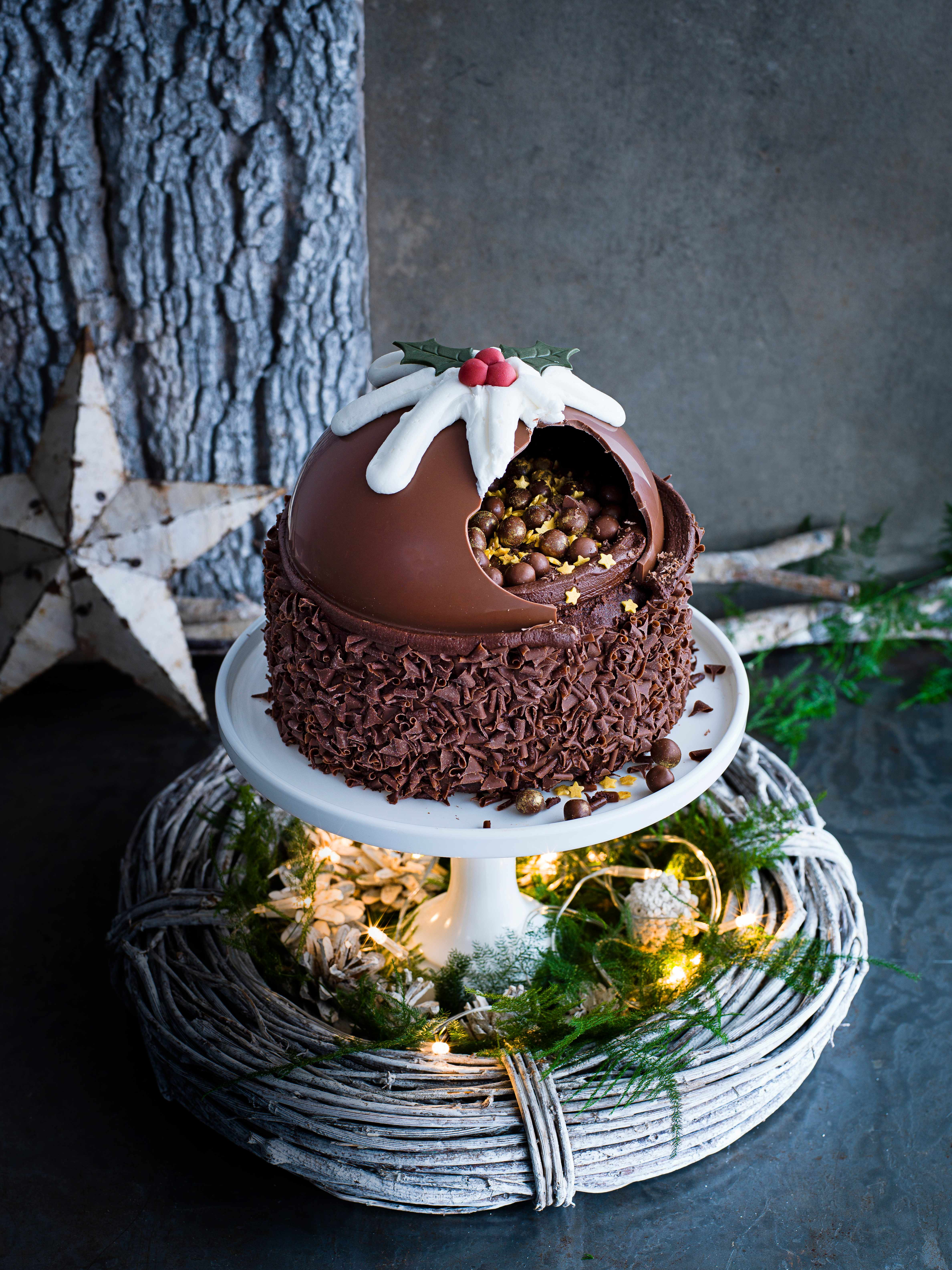 Asda's Christmas Pudding smash cake