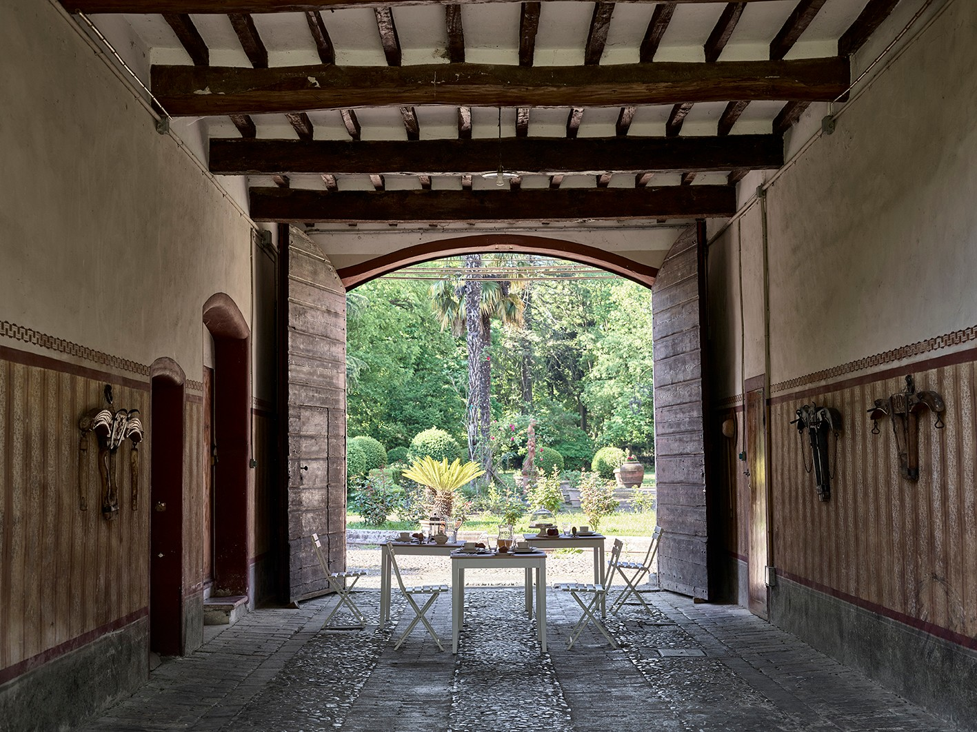 Table in an outdoor arch in Italy