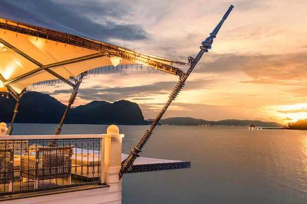 kayuputi-sunset-deck_02
