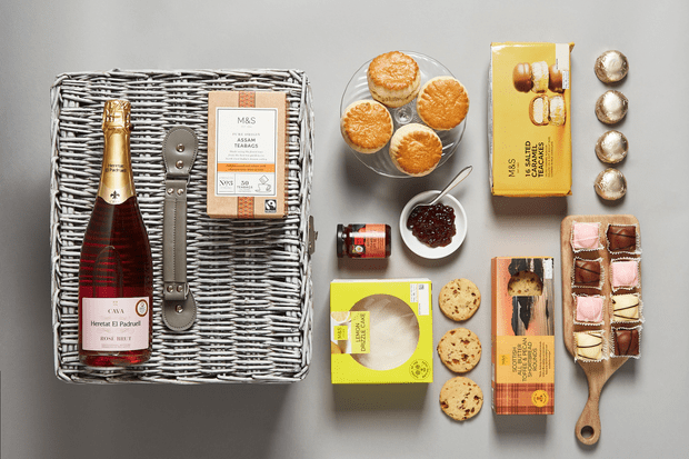 Tea in Knightsbridge Hamper 2, £50