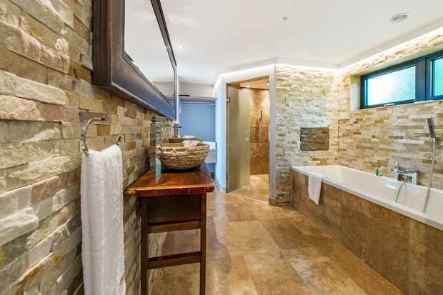 Bathroom at Tinwood Estate Lodges, Chichester