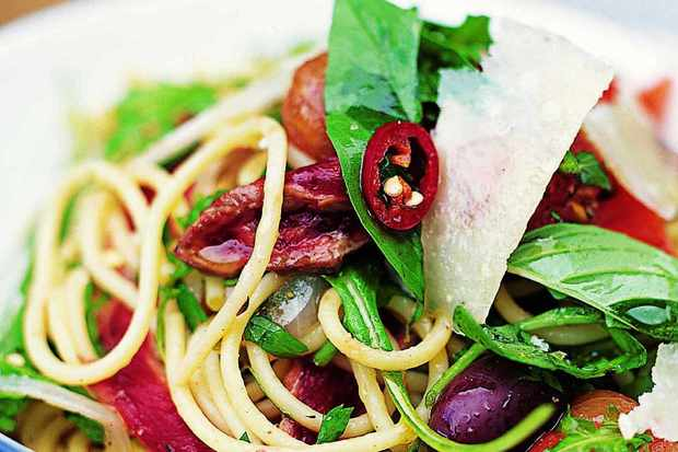 Spaghetti with steak, tomatoes and olives