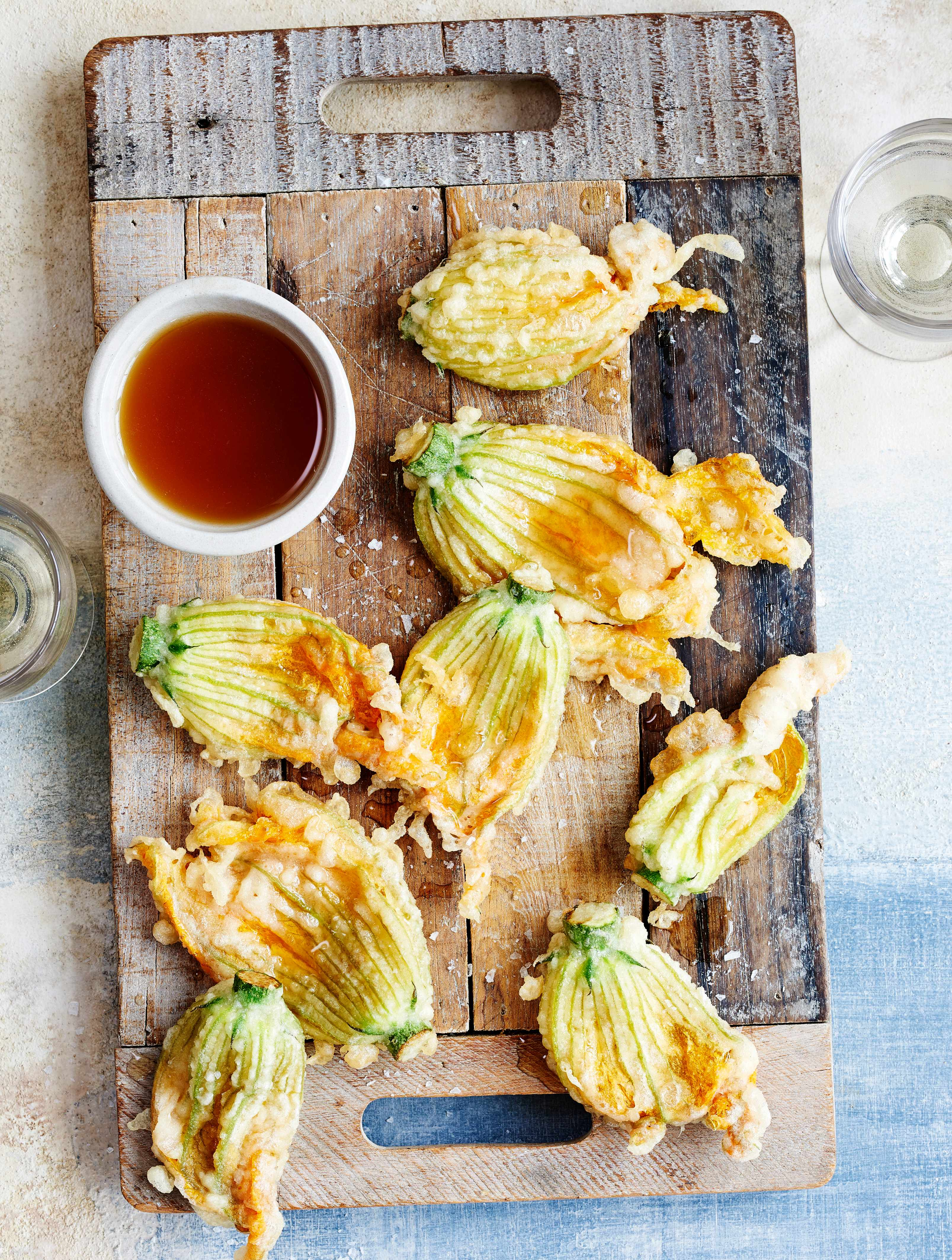 Fried Courgette Flowers Recipe With Honey and Vinegar