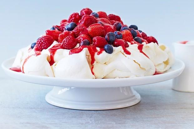 very berry pavlova