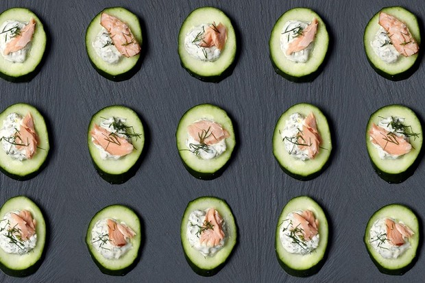 Cucumber wheels with salmon, tartare sauce and dill
