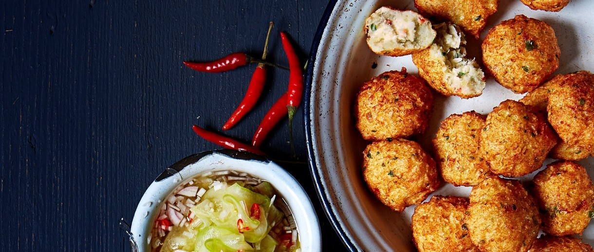 thai fishcakes with cucumber sauce