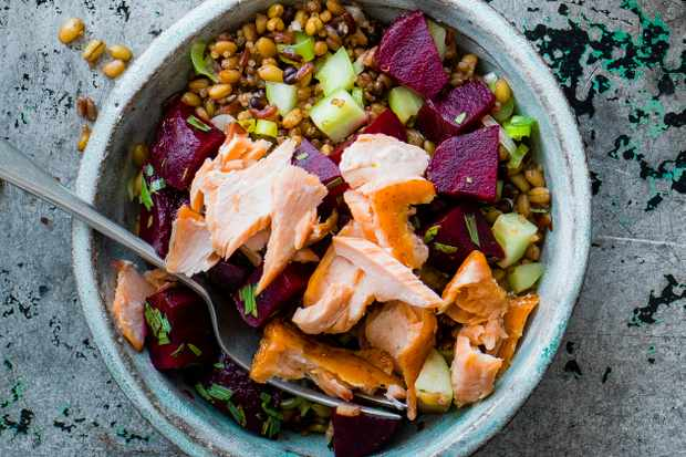 Beet, salmon and tarragon mixed grains