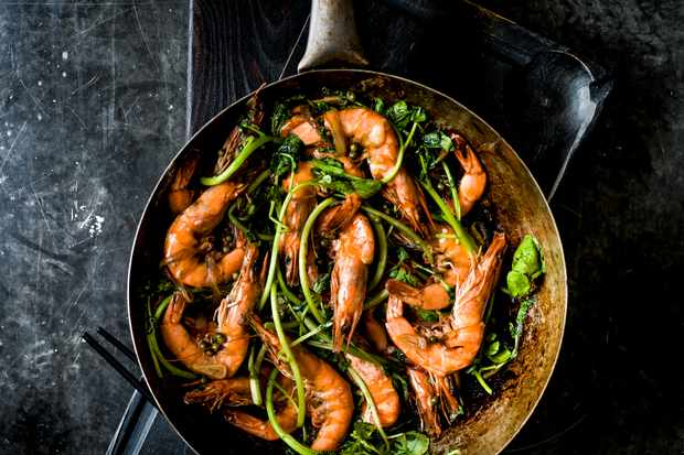 Prawns stir-fried with green peppercorns, ginger and soy