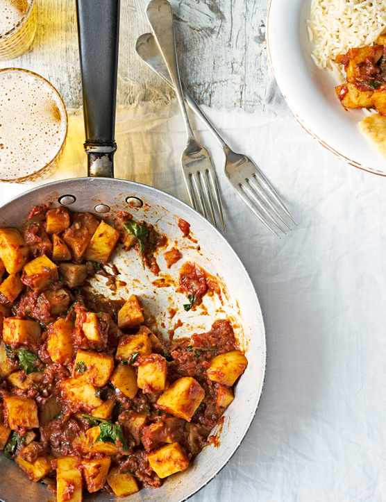 Vegetarian Curry Recipe For Quick Potato Curry Recipe with tomatoes, coriander, chilli and ginger. With sides of rice, naan bread and cold beer