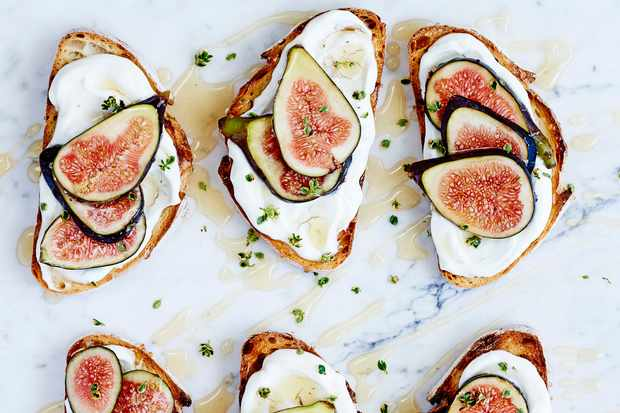 Figs on toast with goat's yogurt labneh and honey