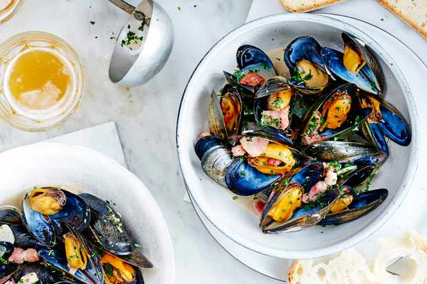 Mussels with wheat beer bacon