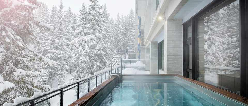 Terminal Neige Totem - outdoor swimming pool with a snowy view