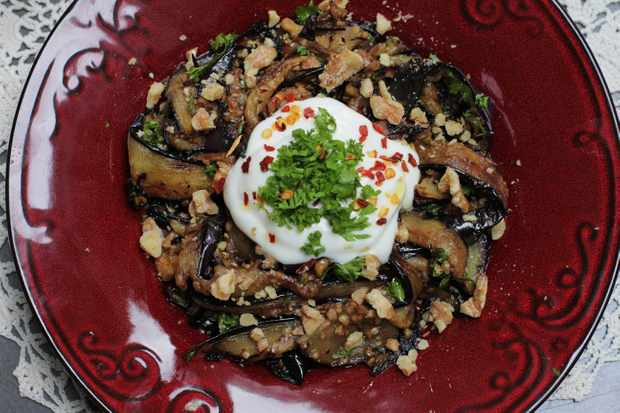 Aubergine with walnuts and soured cream