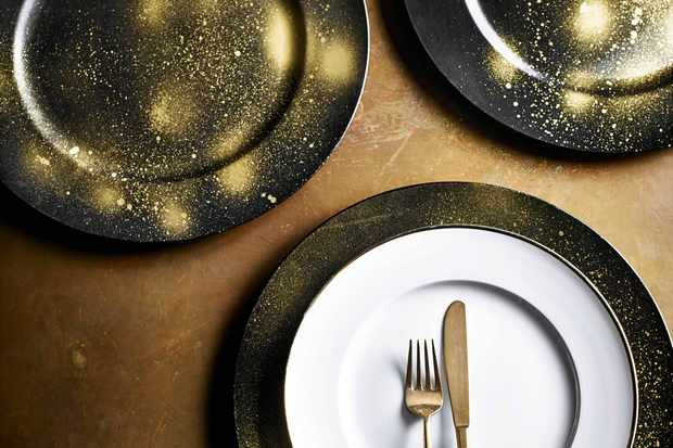 How To Decorate Your Own Gold Charger Plates