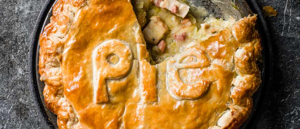 Chicken, leek, tarragon and bacon pie