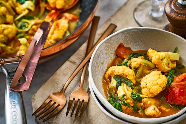 Tomato, Spinach and Cauliflower Curry Recipe