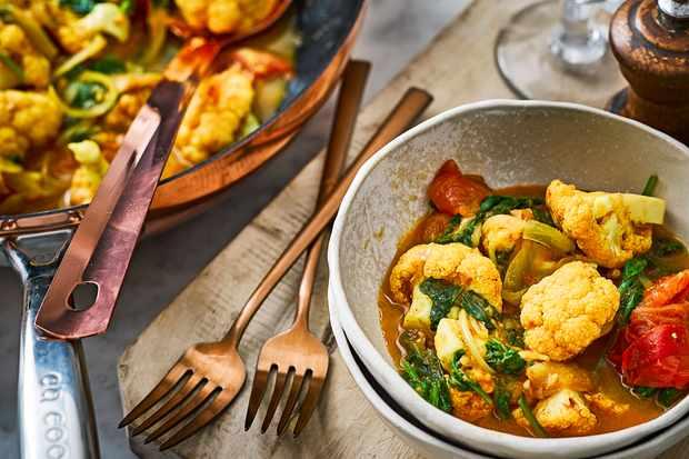 Tomato, Spinach and Cauliflower Curry Recipe
