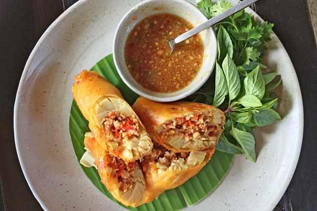 Ua Nor Mai, deep-fried stuffed bamboo shoots